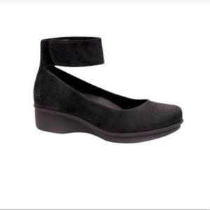 Dansko Lulu Ankle Strap Wedge Flat black Sz 10/40